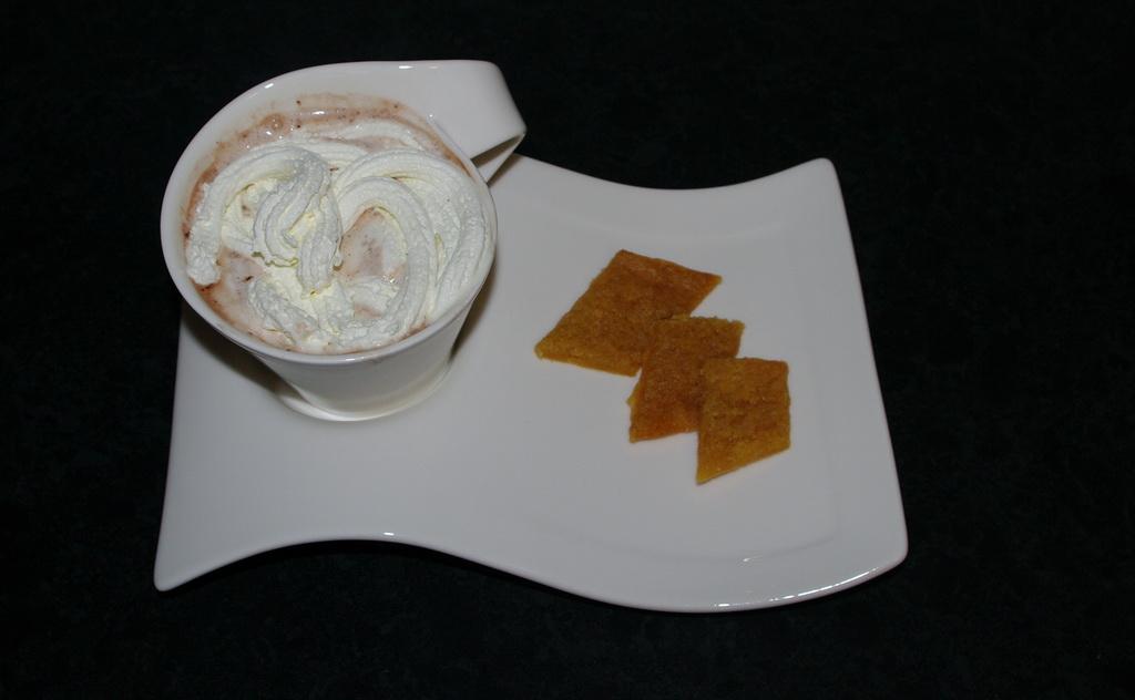 Kolakaker og kakao med krem, nydelig! Foto:Karl Inge S